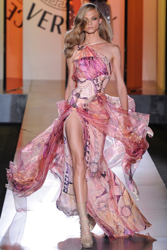 Atelier-Versace-new-collection-fall-winter-fashion-couture-image-4