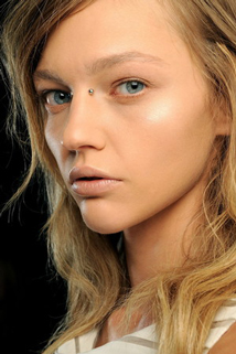 Guide-trends-of-beauty-for-makeup-women-look-Raw-fined-image-4