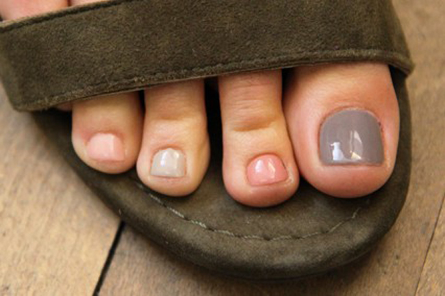 Recipes-and-beauty-tips-for-makeup-trends-summer-pedicure-image-6