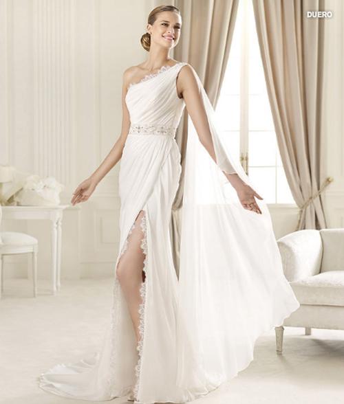 Last-collection-dresses-Pronovias-bridal-for-fashion-wedding-image-2