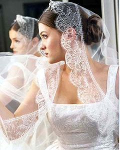 Latest-accessories-bride-dresses-with-new-bridal-hairstyles-image-2
