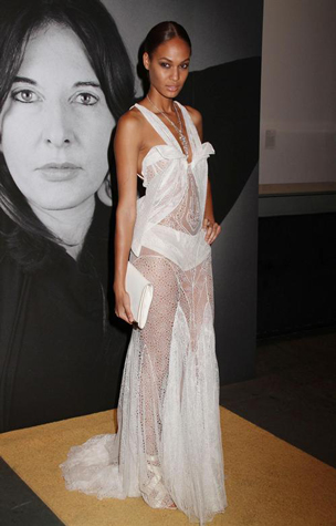 Lifestyle-celebrity-news-top-model-Joan-Smalls-in-Givenchy-image-8