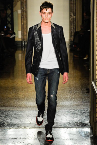 Moschino-for-men-new-collection-autumn-winter-fashion-trends-image-4