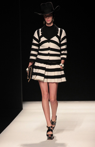 Moschino-new-collection-autumn-winter-high-fashion-dresses-image-5