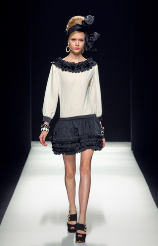 Moschino-new-collection-autumn-winter-high-fashion-dresses-image-9