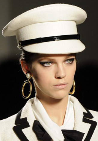 Moschino-fashion-new-collection-spring-summer-2013-women-picture-13