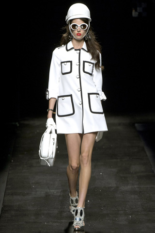 Moschino-fashion-new-collection-spring-summer-2013-women-picture-4