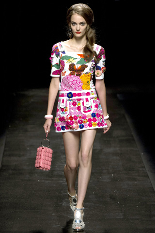 Moschino-fashion-new-collection-spring-summer-2013-women-picture-7