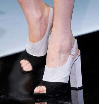 Emporio-Armani-new-collection-fashion-dresses-spring-summer-picture-15