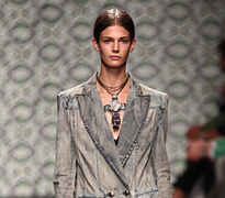Iceberg-fashion-new-collection-spring-summer-dresses-trends-picture-1