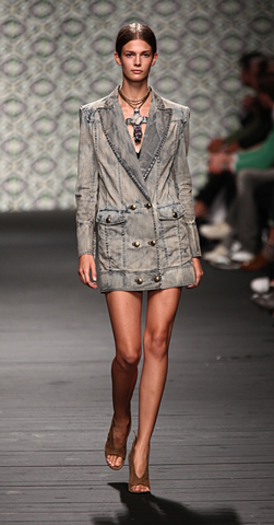 Iceberg-fashion-new-collection-spring-summer-dresses-trends-picture-10