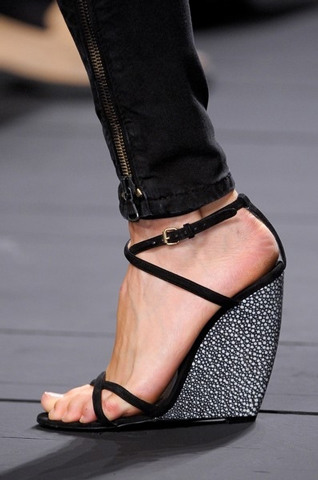 Iceberg-fashion-new-collection-spring-summer-dresses-trends-picture-11