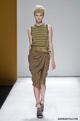 Max-Mara-fashion-brand-designer-trends-clothing-accessories-skirt-belt