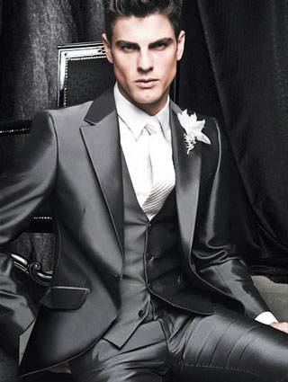 Fashion-man-with-Groom-how-to-be-stylish-on-your-wedding-day-suit