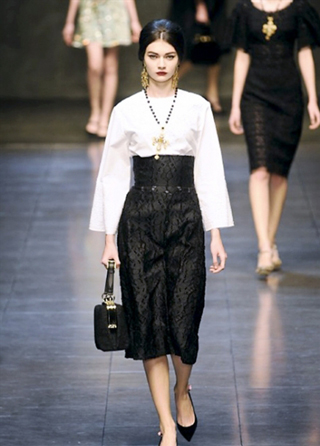 Dolce--Gabbana-accessories-in-shops-fashion-collection-fall-winter