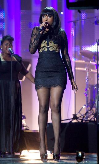 Dolce--Gabbana-celebrity-lifestyle-Jennifer-Hudsons-Lace-Dress-With-Gold-Embroidery