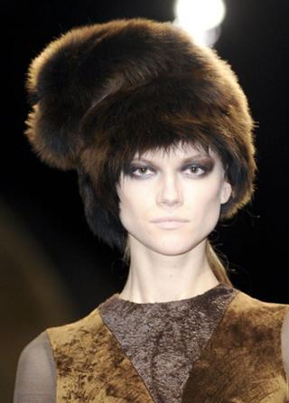 Donna-Karan-trends-celebrity-hats-in-fur-fall-winter-look-2014