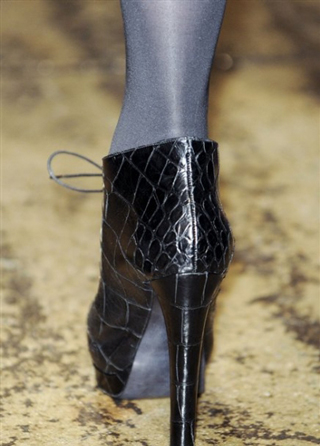 Donna-Karan-trends-celebrity-shoes-with-heels-fall-winter-look-2014