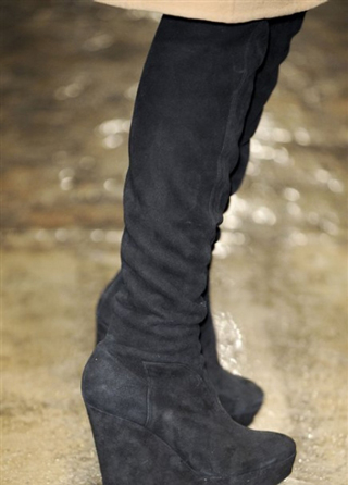 Donna-Karan-trends-lifestyle-fashion-boots-fall-winter-look-2014