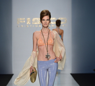 Fisico-Cristina-Ferrari-video-fashion-spring-summer-2013
