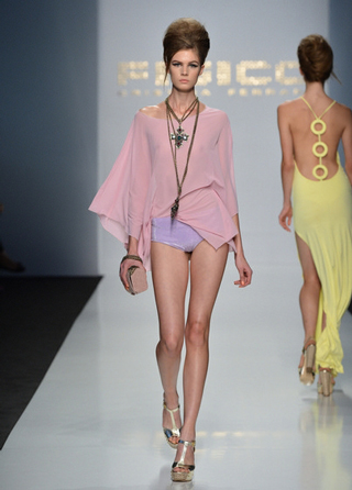 Fisico-accessories-in-shops-windows-fashion-collection-spring-summer-2013
