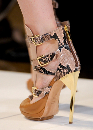 Herve-Leger-shoes-in-shop-windows-fashion-collection-spring-summer