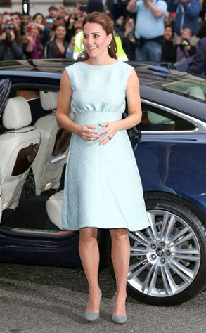 Lifestyle-Kate-Middleton-all-the-dresses-of-the-pregnancy-8