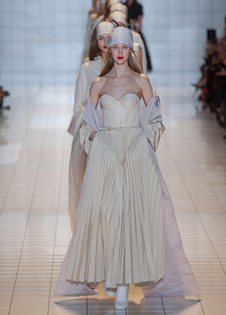 Rochas-dresses-in-shop-windows-fashion-collection-spring-summer
