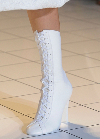 Rochas-shoes-in-shop-windows-fashion-collection-spring-summer