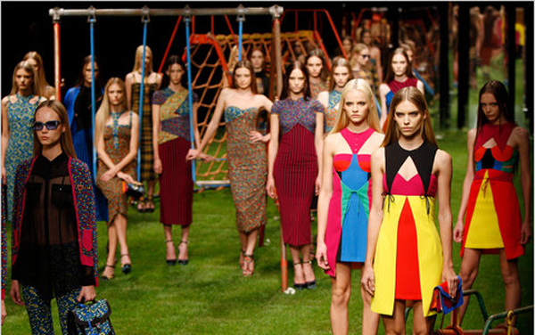 Versus-fashion-brand-designer-trends-clothing-accessories-spring-summer