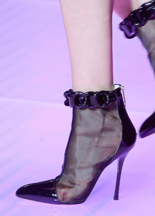 Versus-fashion-heeled-shoes-accessories-spring-summer