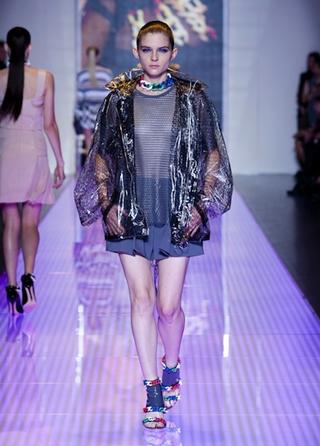Versus-fashion-raincoat-jacket-accessories-spring-summer
