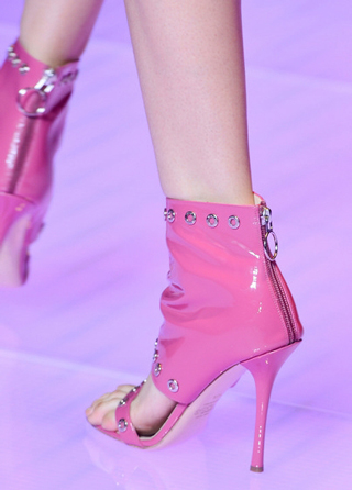 Versus-fashion-trends-shoes-accessories-spring-summer