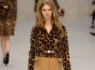Burberry-in-shops-fashion-new-collection-fall-winter-2014