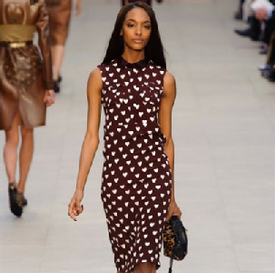 Burberry-lifestyle-trends-fashion-for-women-fall-winter-look