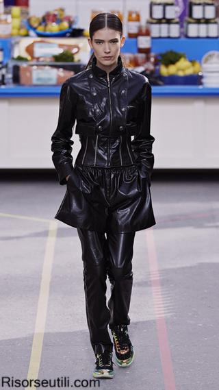 Fashion show Chanel fall winter 2014 2015 womenswear
