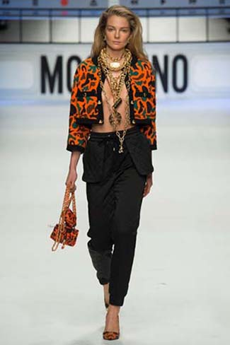 Moschino Fall Winter 2015 2016 Womenswear 9