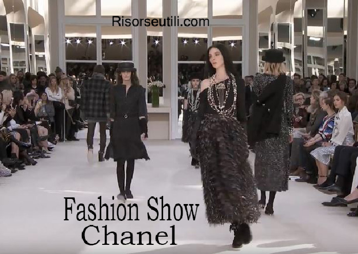 Fashion show Chanel fall winter 2016 2017 womenswear