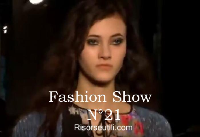 Fashion show N21 fall winter 2016 2017 womenswear