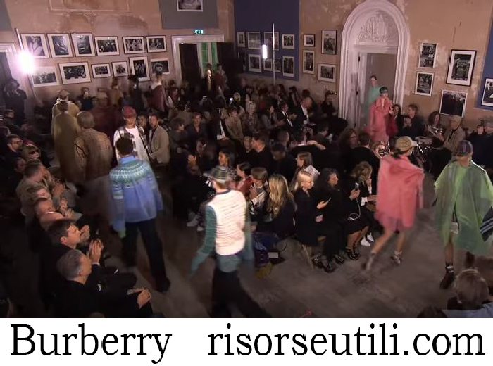 Fashion Show Burberry For Women Spring Summer 2018
